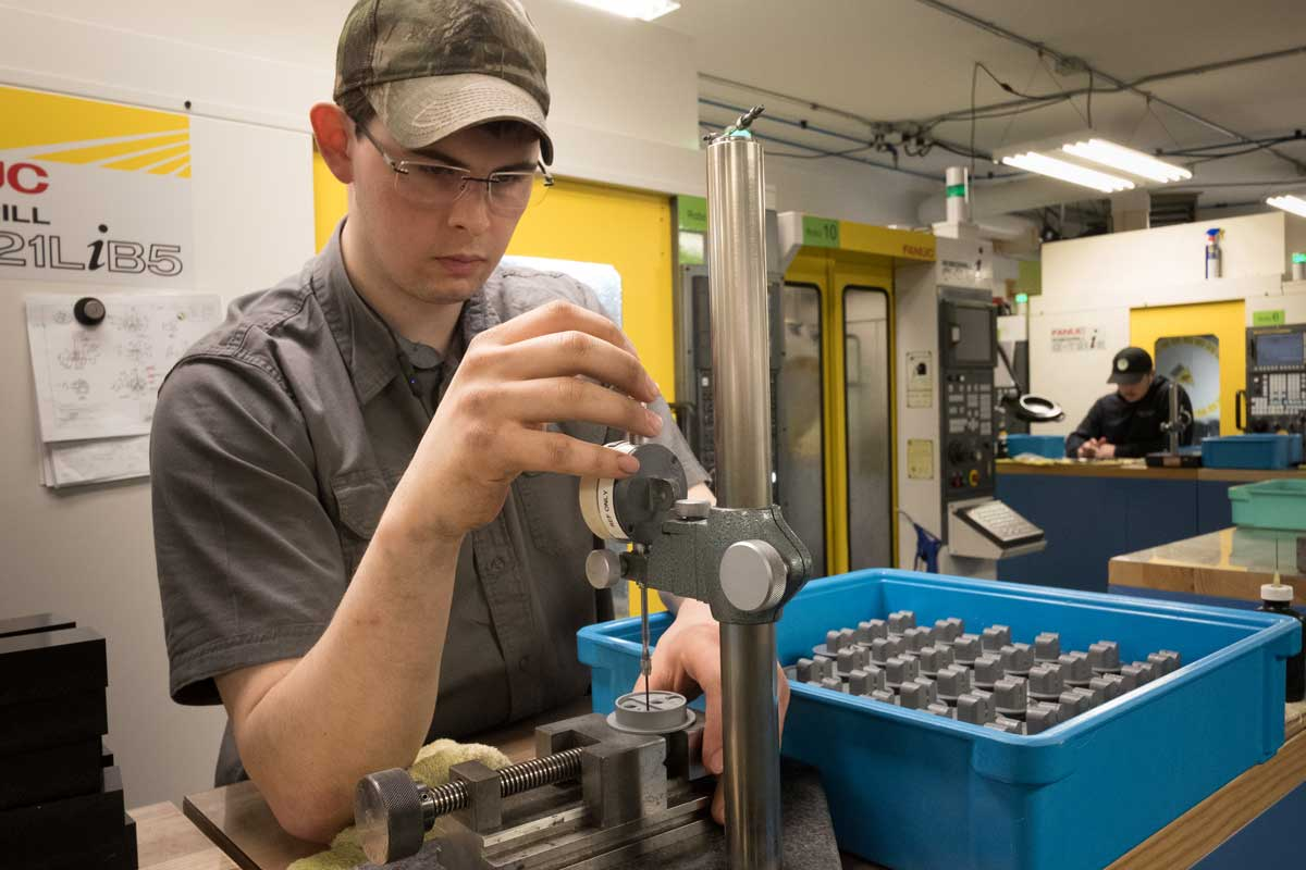 precision plastic machining services with staff