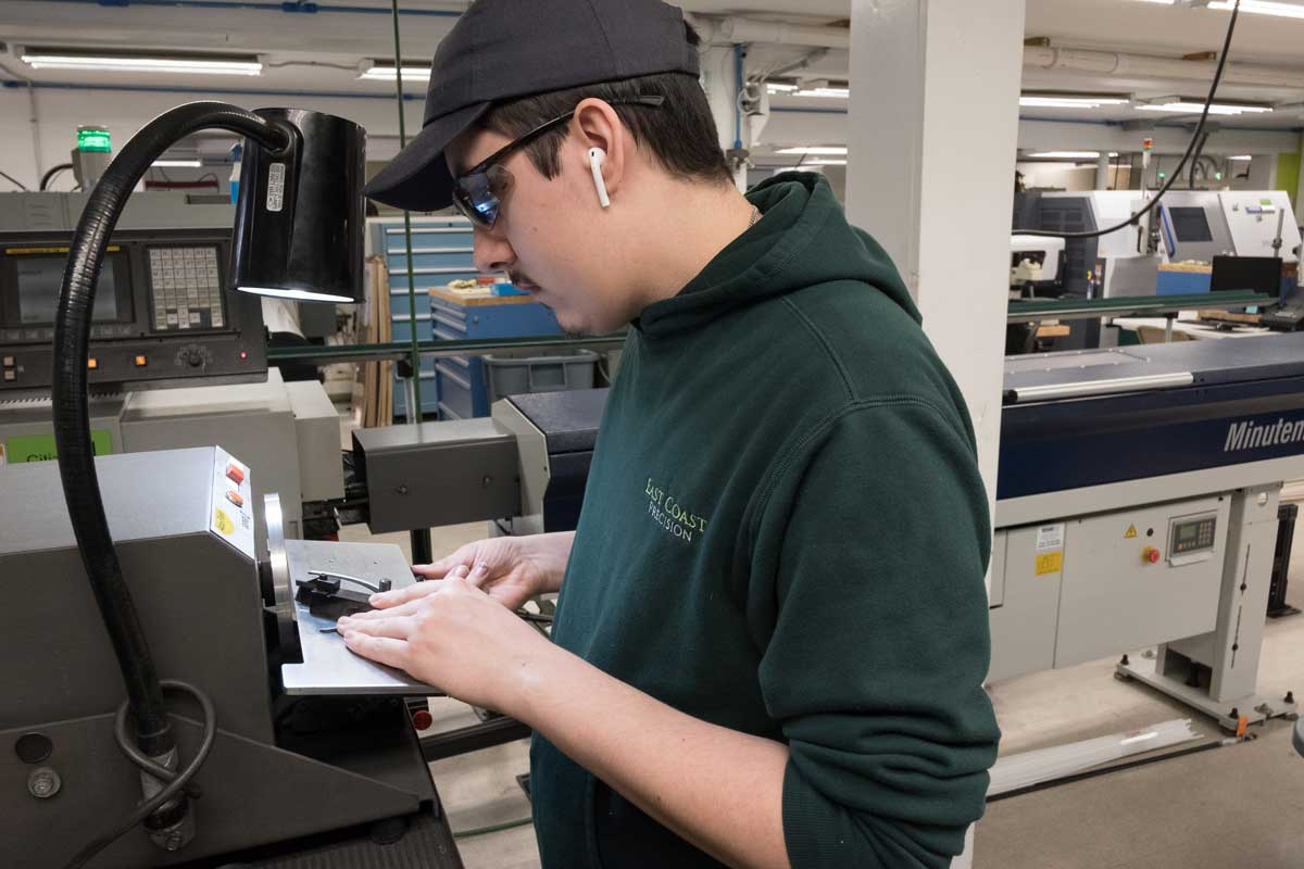 precision plastic machining services with staff 3
